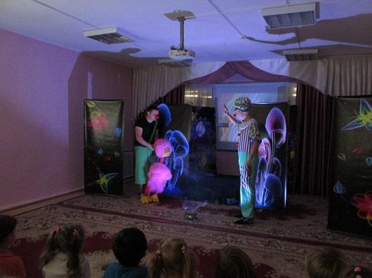 Спектакль выездного театра про грибы